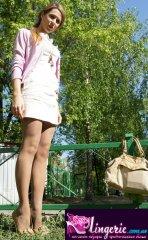 Юлия, студентка, 20 лет в телесных колготках на улицах Москвы