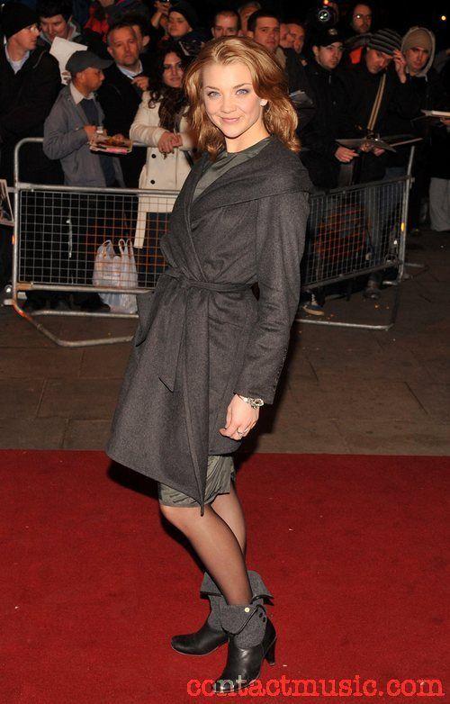 Натали Дормер в черных колготках