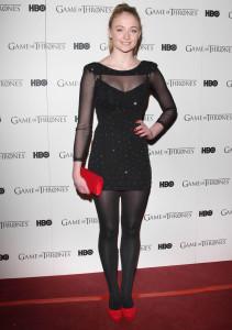Софи Тернер в черных колготках